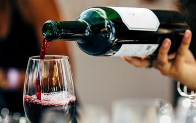 Guía definitiva para servir el vino como un auténtico sommelier